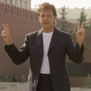 18 лет назад Пол дал концерт на Красной площади. Скажу банально – это, и правда, было всё, как вчера.