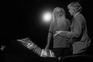 Сервис Hulu выпустил трейлер документального сериала McCartney 3, 2, 1, сообщает  Rolling Stone .  Премьера всех шести эпизодов состоится 16 июля. Пол Маккартни расскажет Рику Рубину о работе над классическими хитами Битлз, поделится закулисными историями, сыграет фрагменты неизданной музыки из битловского архива.  Режиссер — Закари Хайнцерлинг. Среди его предыдущих проектов — документальный сериал Self-Titled о Бейонсе.